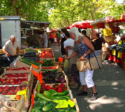 market-day-in-st-chinian